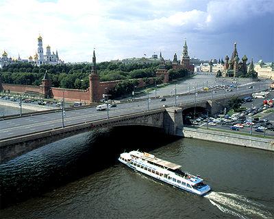 Вид на Кремль и Москва-реку с крыши отеля БАЛЧУГ Кемпински