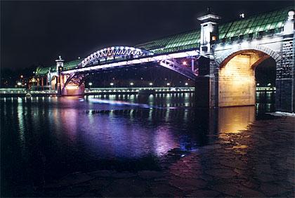 Под Киевом рухнул пешеходный мост